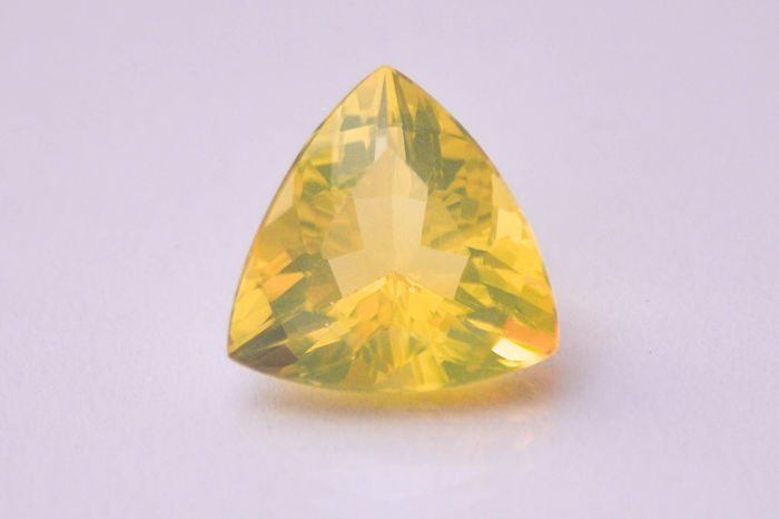 Fire opal - Orangey yellow shiny - 10.69 ct
