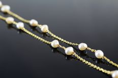 Necklace in 18 kt Gold and cultured Pearls (Freshwater) *No reserve price*