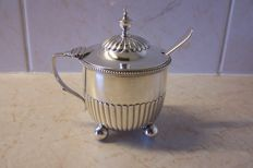 Silver mustard pot with spoon, William Comijns & Sons, London, 1885