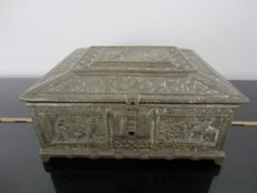 Heavy bronze (jewellery) box with medieval depictions, France, 1st half 20th century