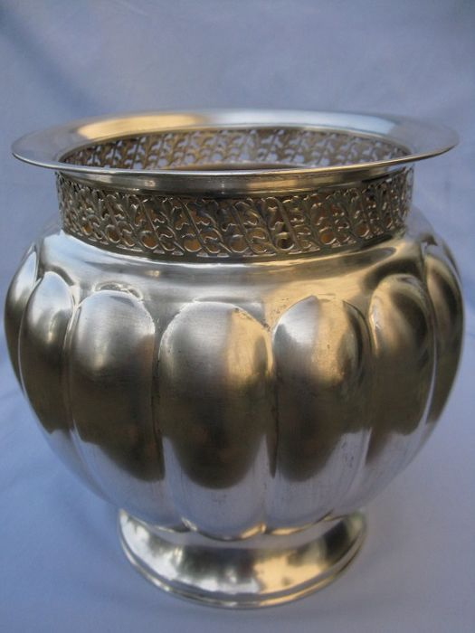 Handcrafted silver vase in Silver 800 - Italy - 1950s