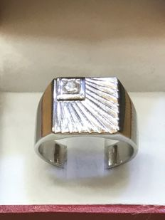 Signet ring in 18 kt gold set with a diamond of 0.07 ct - Size 61.