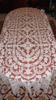 Elegant banquet tablecloth (3 m x 1.70 cm) in Burano or Venice lace, 50s-60s