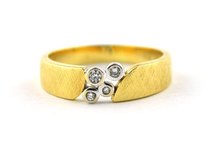4 Diamonds set on 18k Yellow & White Gold Ring - Size 57.5 *Re-sizable