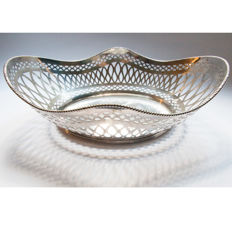 Silver oval bread basket , door Hubert Hooykaas, Schoonhoven 1990