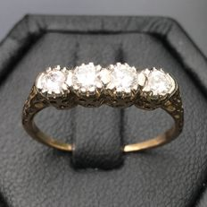 Delicate chiselled garter vintage ring, in 18 kt platinum gold, ornamented with 4 brilliant cut diamonds Top Wesselton / VVS for 0.5 ct