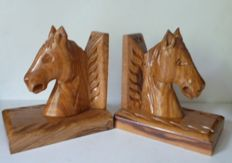 Book objects; Set of burl wood bookends in the shape of horse's heads - 1st half 20th century