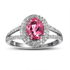 14 kt white gold ring with a pink tourmaline (1.87 ct) and natural diamonds G-H/SI1 (total 0.43 ct) - ring size: