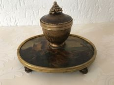 A Napoleon III Vernis Martin inkwell with bronze fixtures - France - circa 1880