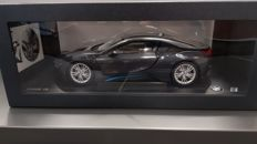 Paragon - Scale 1/18 - BMW i8 Sophisto Grey - Frozen Bronze
