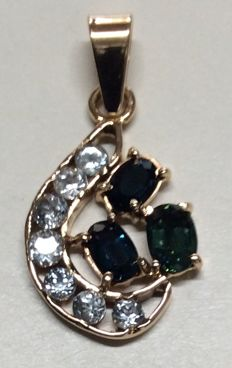 18k yellow gold set 3 sapphire and 7 aquamarine pendant.