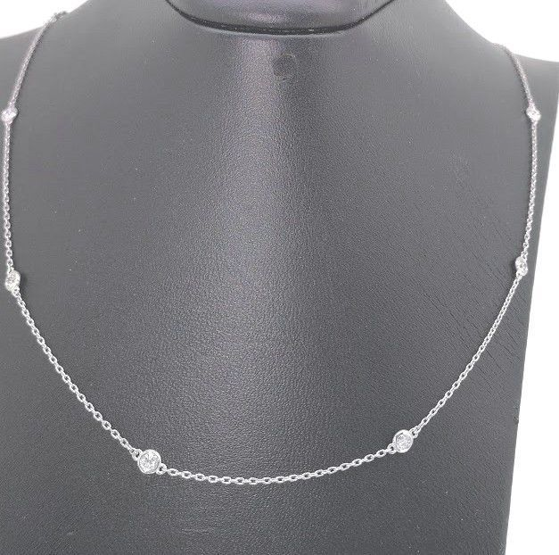 Diamond necklace with ten diamonds, in total 0.50 ct ***