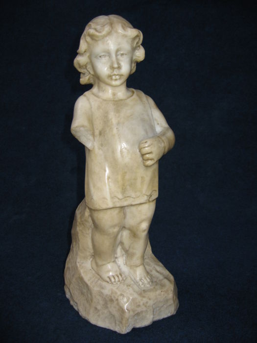 White Carrara marble sculpture of a child - Italy - 19th century
