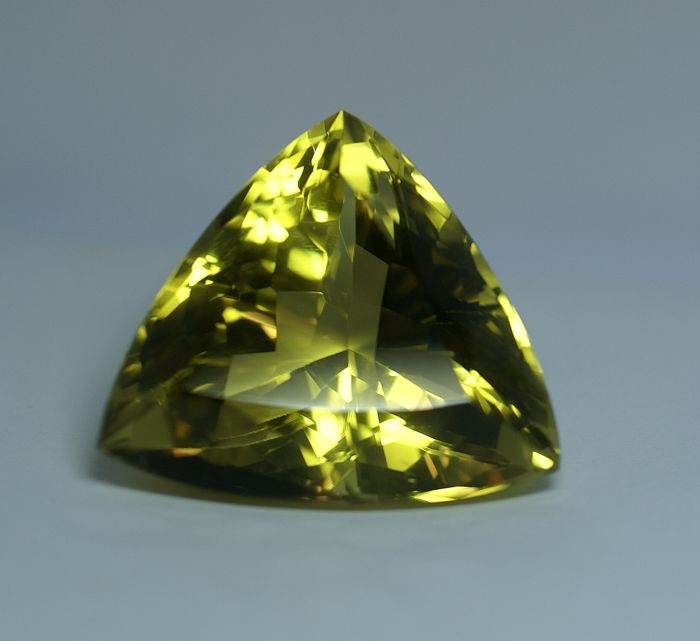 Citrine -intense greenish- yellow -      225.74 ct   No reserve