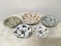 A lot with 5 Porcelain offering trays - China - 19th century.