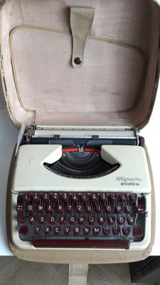 Olympia Splendid 66 case typewriter Germany approx. 1970