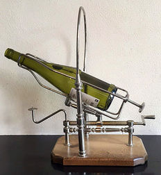 Large size chrome-plated mechanical decanter wine holder on wooden base - England - circa 1970