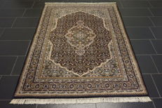 Fine hand-knotted oriental carpet, Indo Bidjar Herati with medallion, 150 x 195 cm, made in India, very good condition, unused