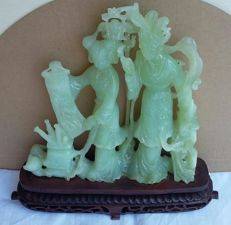 Green Serpentine sculpture - 19 x 18.5 x 4 cm - 1013 gm