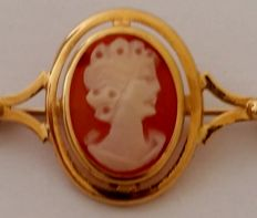 Cameo brooch in 18 kt yellow gold Weight: 3.37 g