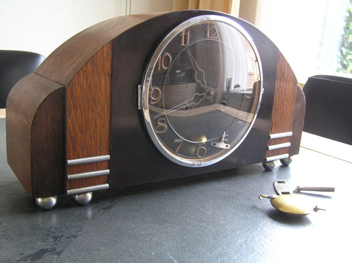 Oak mantel clock - first half of the twentieth century