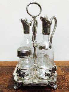 Beautifully sculptured oil and vinegar set, Italy, 1970