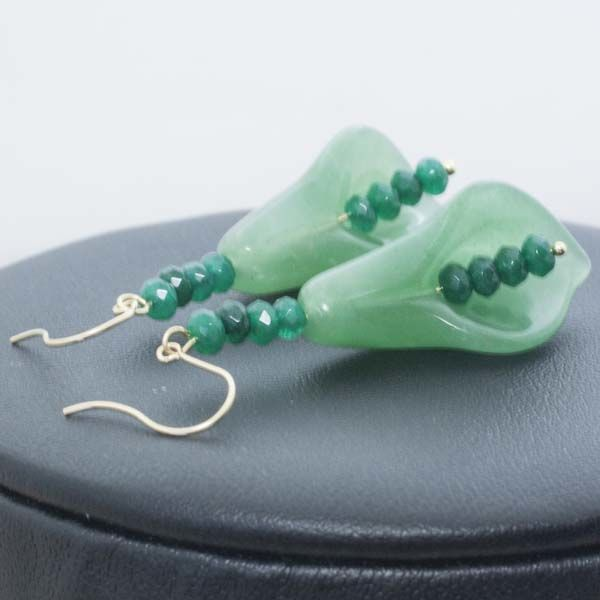 18 kt Gold and Jade Earrings with faceted Emerald