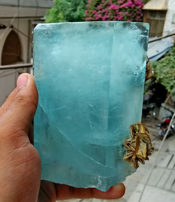 Terminated Gemmy & Natural Sky Blue Color Aquamarine - 95 x 64 x 120 mm - 906 gm