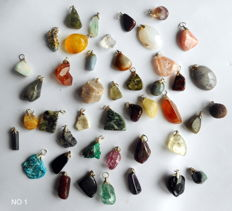 Large lot of semi-precious and mineral pendants - 44 pieces - 17 to 27 mm - 147 gr (44)