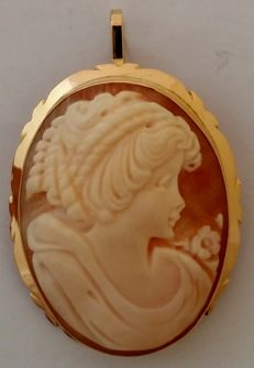 Brooch pendant, cameo in 18 kt yellow gold.