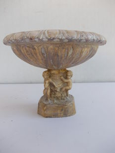 Table stoup / bird bath, in marble, with four doves - Italy - 20th century