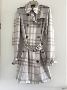 Burberry  Super-Lightweight Trench Coat