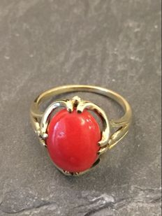 14 kt Gold ring with precious coral - size 18