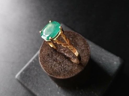 Ring Gold 18 kt New with Large Emerald of 1 ct - 18 mm in diameter - No Reserve