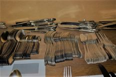 Jager Solingen, 144 piece heavy silver-plated Art Nouveau Cutlery
