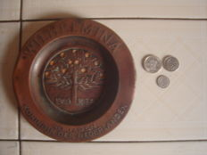 Plate of copper, Memorial of the 40th Jubilee of Queen Wilhelmina in 1938, and 3 silver coins from her reign