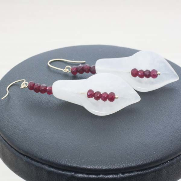 18 kt Gold and White Quartz Earrings with faceted Ruby