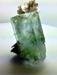 Aquamarine combine with Mica - 58 × 38 × 25mm - 69 gm