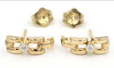 Earrings in 18 kt yellow gold with brilliant cut diamonds. Dimensions: 13 x 4 mm