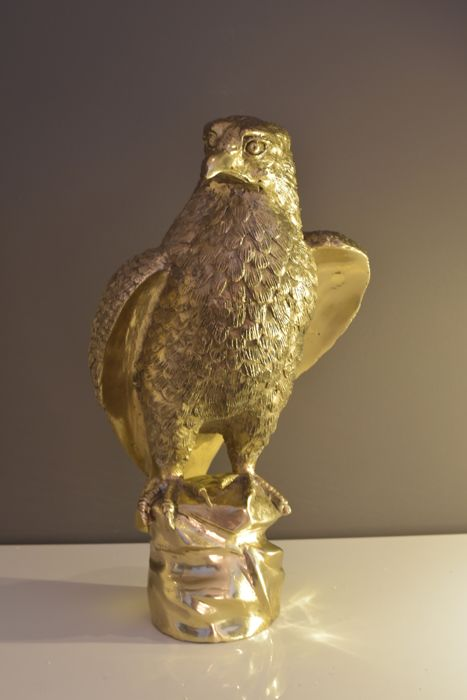 Large beautiful bronze eagle sculpture, very detailed finishing, from France, early 21st century