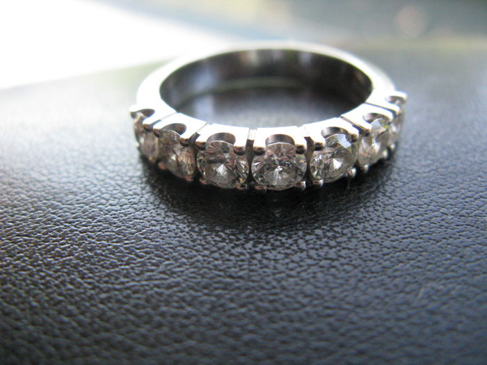 White gold ring with 7 cut diamonds  0.84 ct in total