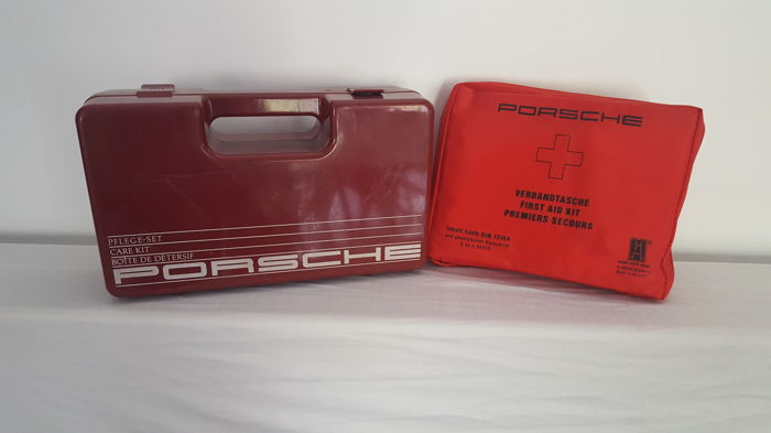 porsche lot of 2 original objects including a old box in plastic