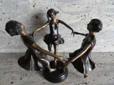 Beautiful charming solid bronze sculpture on a black bronze console, 3 dancing girls