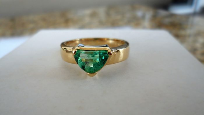 1.00 ct CGL-GRS Certified Natural Green Emerald in Handmade Ring of  14K Solid Yellow Gold  -  Ring Size 17.5/55/7.5 (US)