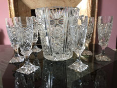 Beautiful set of 6 precious crystal champagne flutes and ice bucket