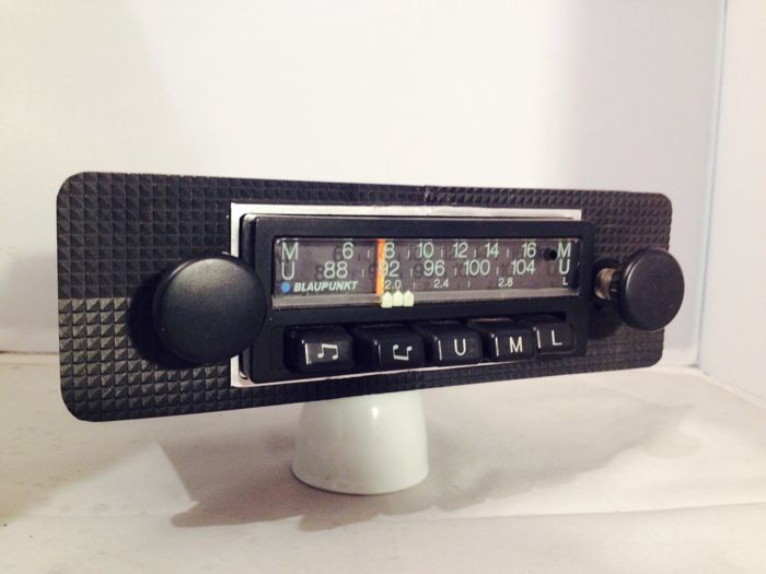 Blaupunkt Mannheim L classic car radio from 1972 for  Porsche, BMW, VW and Mercedes, and others.