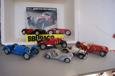 BBurago - Scale 1/18-122 - lot with 7 models: 1937 Jaguar SS 100 Targa  Florio Metal Kit, 1931 Alfa Romeo 8C 2300 Monza, Mercedes-Benz SSK 1928, Bugatti T57K Atlantic, 1928 Large Mercedes Benz SKK 3009, 1934 Bugatti `59` & 1936 Mercedes-Benz Roadster