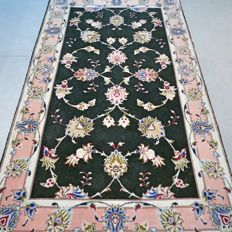 Gorgeous dark Tabriz Persian carpet - 124 x 75 - very good condition - with certificate