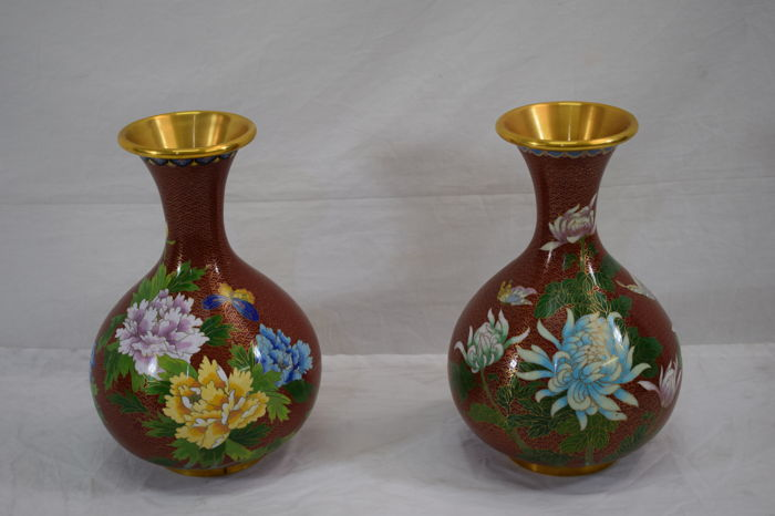 Pair of cloisonné vases - China, second half of 20th century
