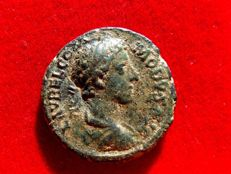 Roman Empire - Commodus. (A.D. 177-192) bronze as (11,04 grs. 25 mm.) from Rome mint, struck A.D. 178. Victory with wreath. TR P III - IMP II COS P P.